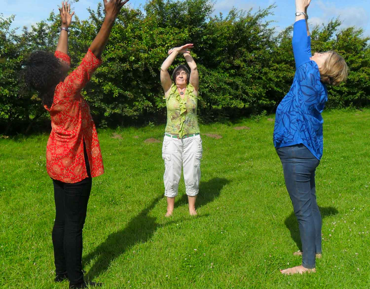 reiki students practising movement of ki outside