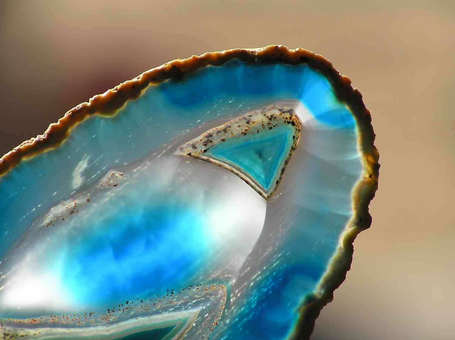 blue agate crystal healing