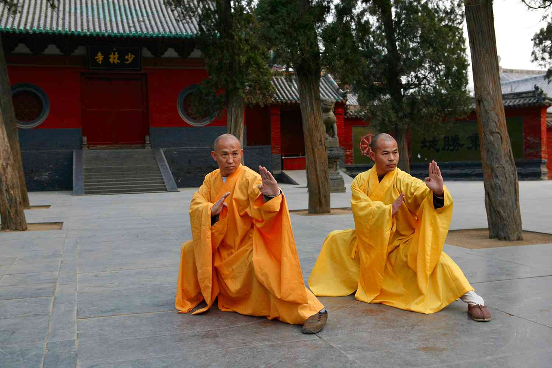 qi gong masters shi deru and shi deyang