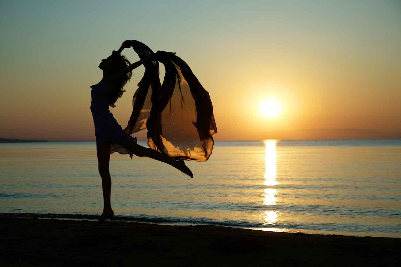 существующие танцующие у моря фото просто красивая