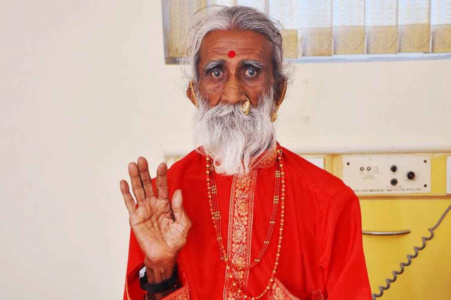 Scientists Baffled by Prahlad Jani, The Yogi Who Doesn't Eat or Drink Anything!