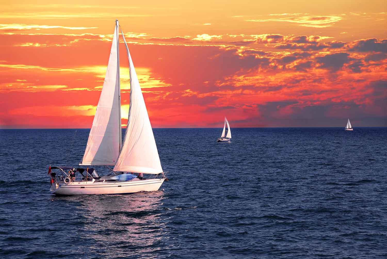 картинка яхта под парусами плодах