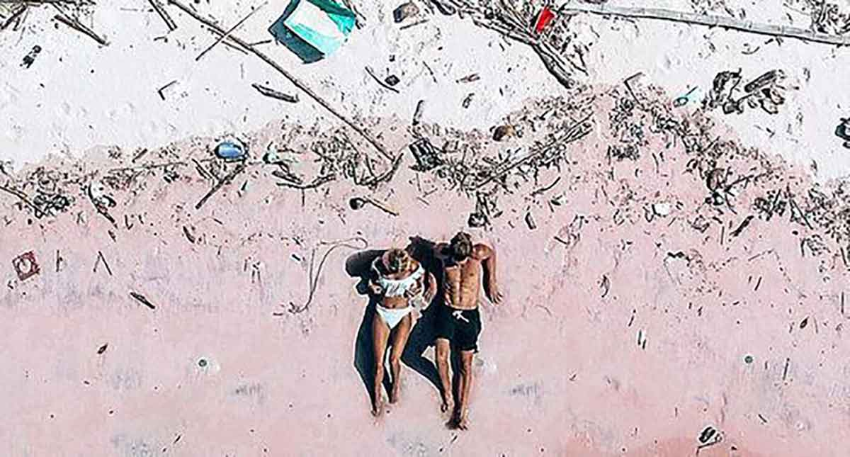 The 'after' shot of the stunning pink sands of Indonesia. (Instagram/mariefeandjakesnow)